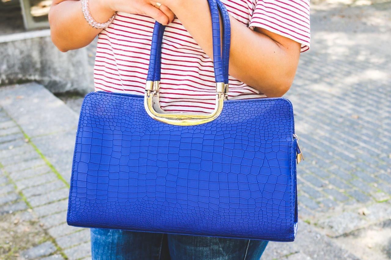 * ANZEIGE * Meine neue marineblaue Handtasche mit Goldelementen